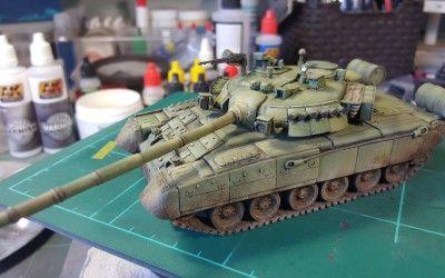 Pintant un carro de combat T-80